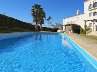 2 bedroom Apartment with Pool, WiFi and Walk to Beach & Shops - 5702708
