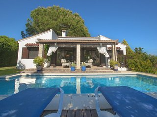 Marbella Villa Sleeps 6 with Pool Air Con and WiFi - 5700409
