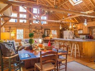 Cedar Log Cabin in Boothbay Harbor, Maine