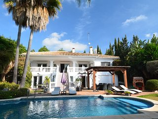 6 bedroom Villa with Pool, Air Con, WiFi and Walk to Shops - 5700569