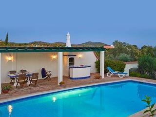 Santa Barbara de Nexe Villa Sleeps 6 with Pool Air Con and WiFi - 5604851