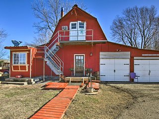 NEW! Tulsa Barn Apt on Route 66-12 Mi to Downtown!