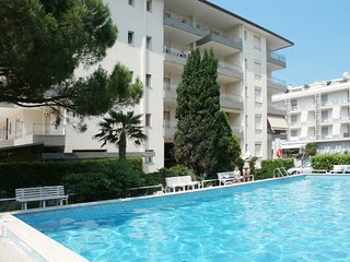 1 bedroom Apartment with Pool, WiFi and Walk to Beach & Shops - 5641520