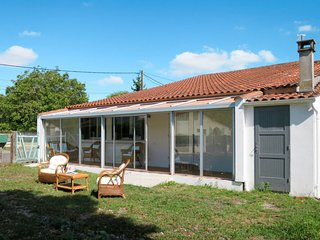 2 bedroom Villa with WiFi and Walk to Shops - 5682820