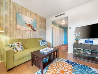 Kona Plaza#217 AMAZING LOCATION! IN HEART OF KONA TOWN! AC & Elevators!