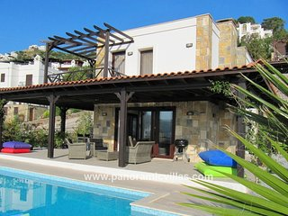4 bedroom Villa with Air Con, WiFi and Walk to Beach & Shops - 5700558