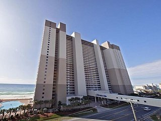 Incredible Beachfront Condo Steps from Pier Park at Tidewater Resort (414), alquiler de vacaciones en Panama City Beach