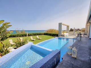Classy Villa On the Beach, Jacuzzi Pool, 6 Bedrooms, sleeps 12!
