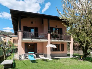 2 bedroom Apartment in Gravedona, Lombardy, Italy - 5715434