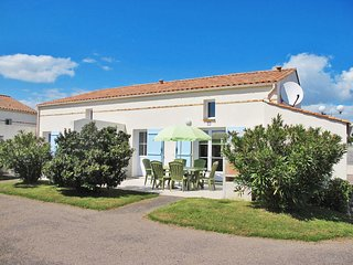 3 bedroom Villa in Saint-Vincent-sur-Jard, Pays de la Loire, France - 5638186