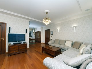 Spacious apartment in Kiev with Lift, Internet, Washing machine, Air conditionin