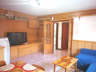 Spacious house in Esparreguera with Parking, Internet, Washing machine, Balcony
