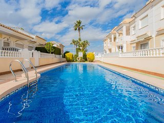 2 bedroom Villa with Pool, Air Con and Walk to Beach & Shops - 5743858