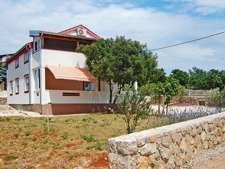4 bedroom Villa with Air Con, WiFi and Walk to Beach & Shops - 5638827
