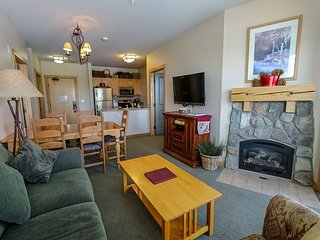 Deluxe Condo, Amazing Views, Great Complex Amenities with Pool