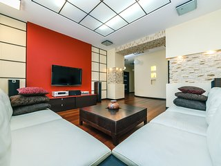 Spacious apartment close to the center of Kiev with Lift, Internet, Washing mach