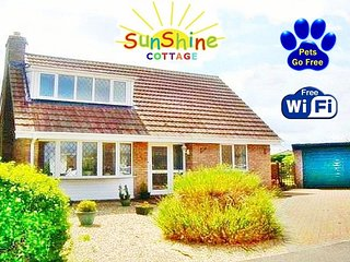 FANTASTIC SPACIOUS HOLIDAY COTTAGE - NEAR SHOPS & BEACH - PETS GO FOR FREE !