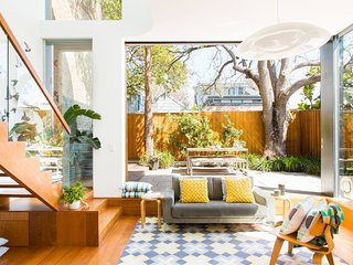 Stunning Architectural Family House Next to Sydney CBD