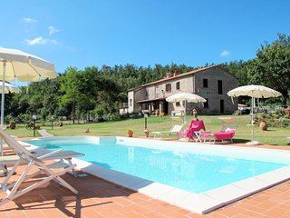 2 bedroom Villa in Le Fornaci, Tuscany, Italy - 5719163
