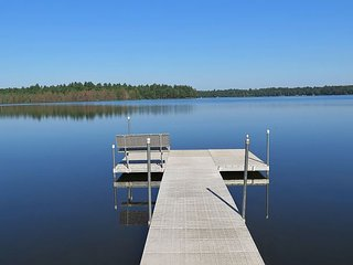 New! 3 bedroom cottage on beautiful, Meta Lake Resort