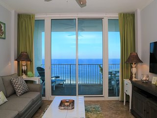 Lighthouse 1017 AWESOME CONDO ~ Prime location, Free WiFi ~ Zero entry pool ~ Be