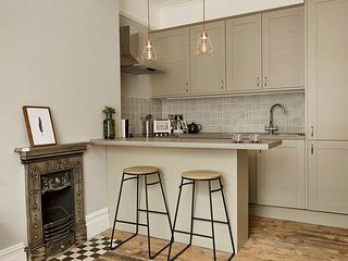 1st-Floor Flat in Grade II Listed Westbourne Arcade