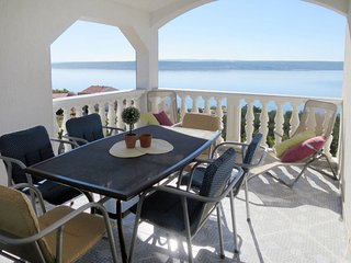 2 bedroom Apartment with Air Con, WiFi and Walk to Beach & Shops - 5641300