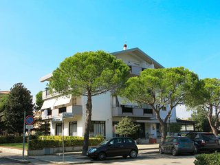 3 bedroom Apartment with Air Con, WiFi and Walk to Beach & Shops - 5702575