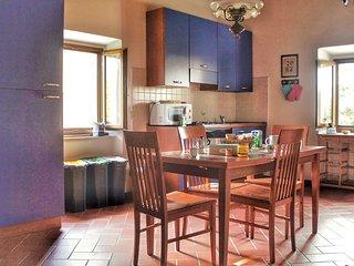 Appartamento 2-6 posti letto. 1 cucina, 1bagno, 1 salotto, 2 camere da letto.