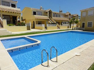 Serviced Modern 2 Bed W 2 Pools Near Restaurants and Shops