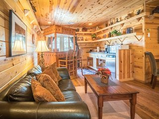 Big Whiskey ( 1-Bedroom Cabin )