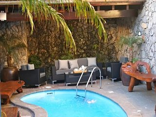 Solana Villa Sleeps 10 with Pool and Air Con - 5750363