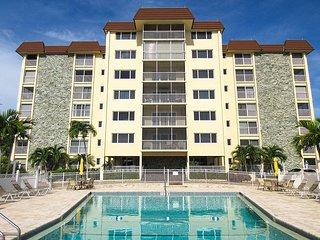 Sand Caper 705 - Free WiFi, Resort Pool, BBQ Grill & Beach Access