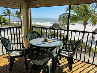 Estero Sands 103 - Near Town ,Free WiFi, Resort Pool & Beach Access