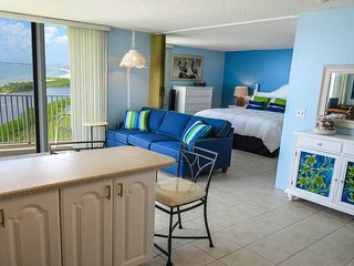 Estero Beach & Tennis 1006C - Free WiFi, Heated Pool & Tennis Courts Access