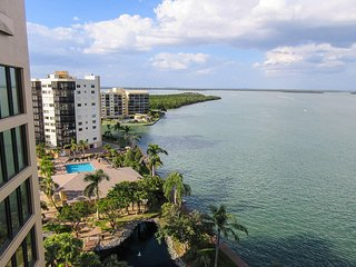 Harbour Pointe South 1014 - Free WiFi, Resort Pool, Pier & Beach Access