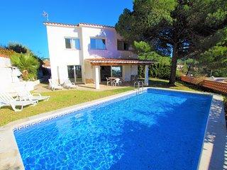 Vacances & Villas Lloret- VILLA MARINADA, a 5min. playa Cala Canyelles.