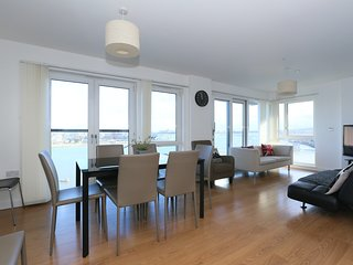 3 bedroom apartment near the river ref:0168