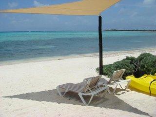 CASA AQUAMARINE  WHITE SANDY BEACH - SLEEPS UP TO 8