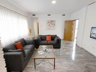 Sevilla Luxury Rentals - Horno Santa Cruz IV