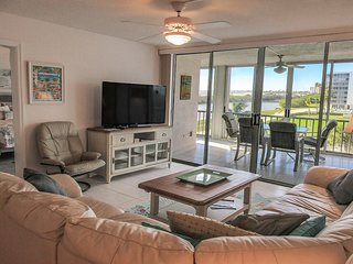 Creciente 413N - WiFi, Resort Pool, Fitness Room & Beach Access