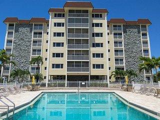 Sand Caper 708 - Free WiFi, Resort Pool, BBQ Grill & Beach Access