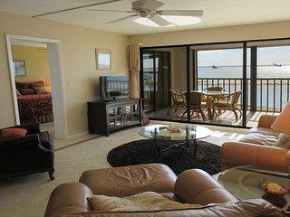 Eden House 302 - WiFi, Resort Pool & Beach Access