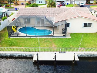Affinity Waters Cove - Private Screened In Pool, Canal Front with Boat Dock