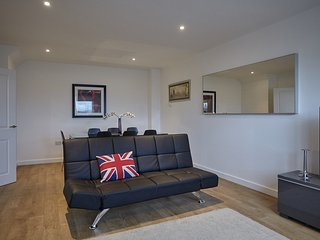 Spacious riverfront three bedroom townhouse R0016