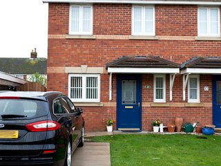 3 Bed Family House, near Blackpool - Off Road parking - Pet friendly.
