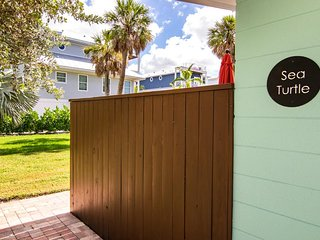 MI Happy Place Condo Across from Manatee Public Beach w/ Complex Heated Pool