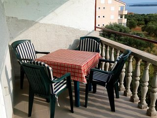 Ugrinici Apartment Sleeps 4 with Air Con and WiFi - 5468052