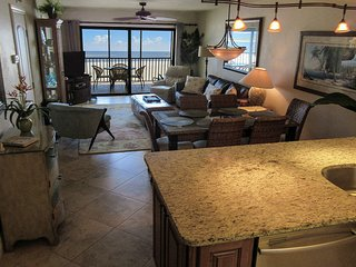 Carlos Pointe 612 - Free WiFi, Beach Access, Private Lanai & Complex Pool