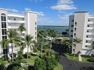 Casa Marina 152 - Free WiFi, Lanai & Complex Pool Access
